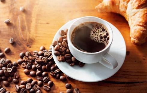 """Illustration : """"Peut-on donner du café à boire à son chat ?"""""""