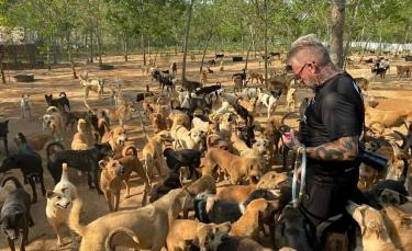 """Illustration : """"Un homme crée et offre un refuge à plus de 2000 chiens et chats handicapés pour leur offrir l'aide et les soins nécessaires !"""""""