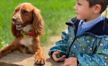 """Illustration : """"L'histoire magnifique d'un petit garçon autiste qui apprend à s'ouvrir aux autres grâce à sa chienne"""""""